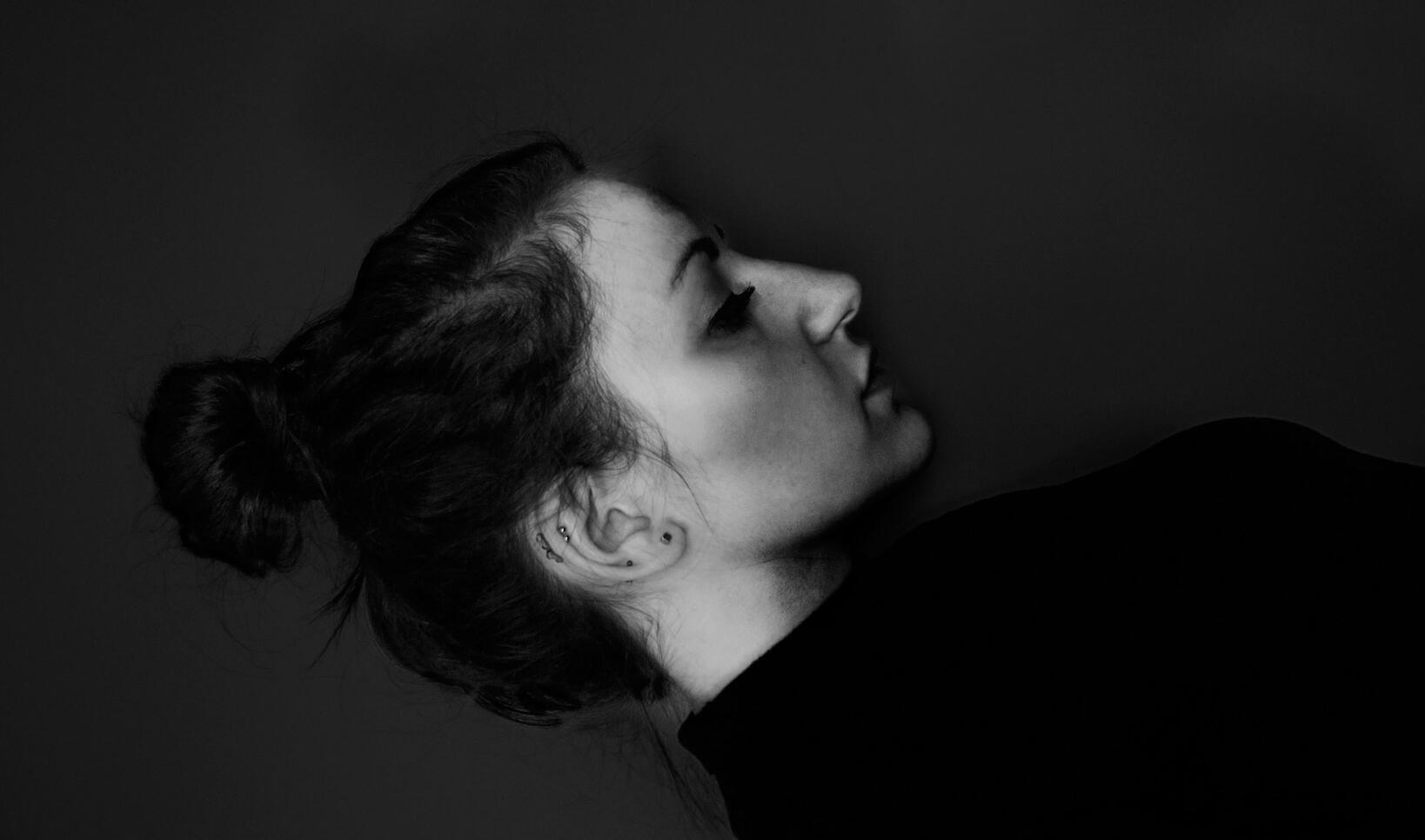 Side profile self portrait of artist.  ; Lina Barengolts